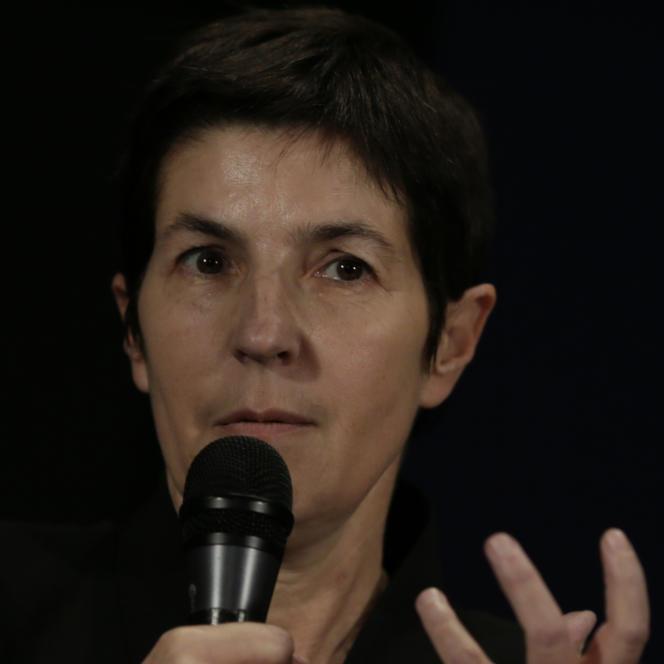 Christine Angot durant une conférence organisée à Paris en novembre 2013.