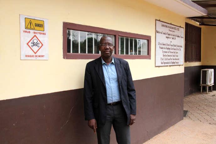 Le directeur scientifique de l'Institut Pasteur de Bangui, Emmanuel Nakoune Yandoko, à l'entrée du laboratoire P3+, le 7 mars 2019