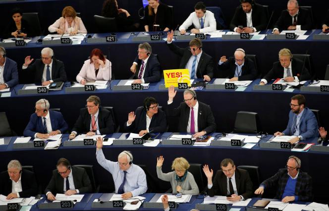 L'adoption de la directive sur le droit d'auteur, au Parlement européen de Strasbourg, le 26 mars.