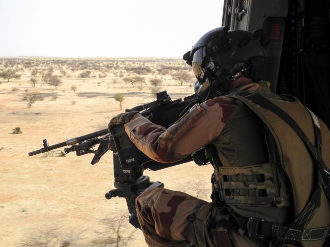 Soldat de l'opération française « Barkhane» entre Gao et Ménaka, au Mali, le 21mars 2019.