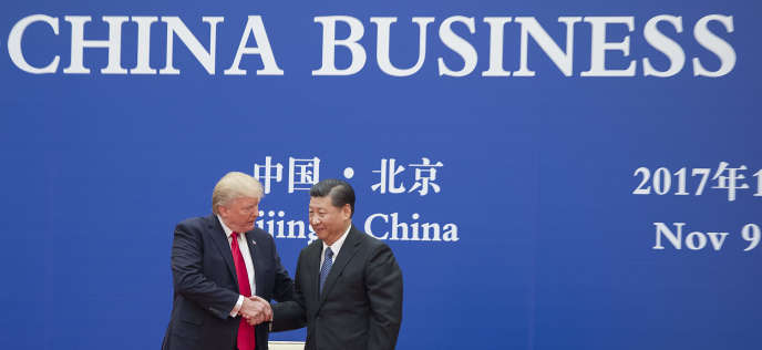 Le président des Etats-Unis, Donald Trump, et son homologue chinois, Xi Jinping, à la Grande Halle du peuple, à Pékin, en novembre 2017.