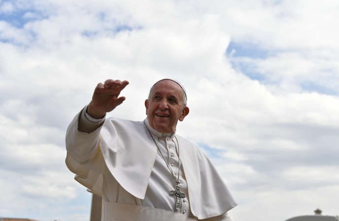 Le pape François place Saint-Pierre le 27 mars 2017.