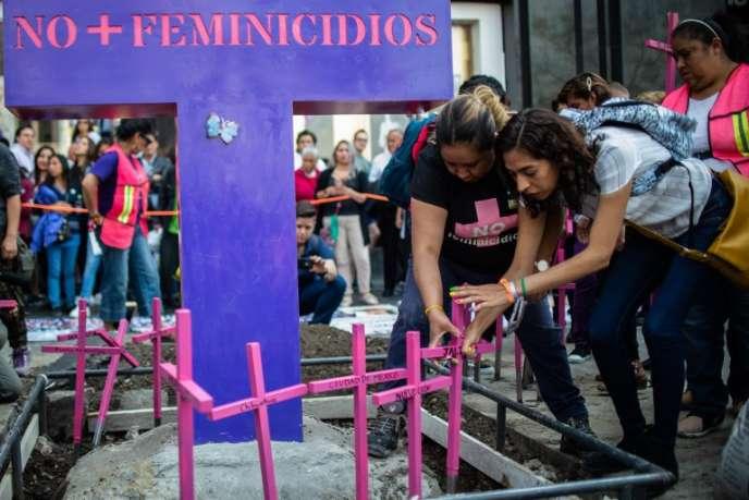 Manifestation contre les féminicides, à Mexico, le 24 mars.