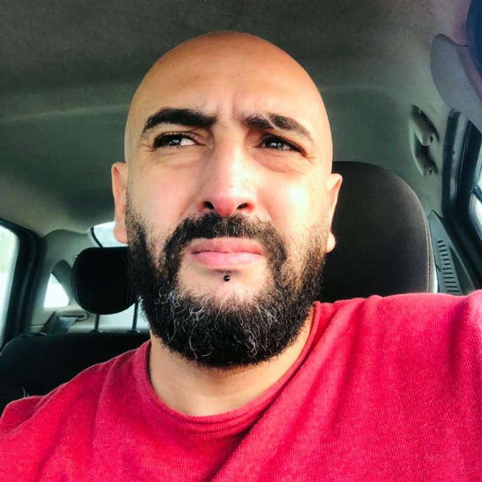 Le caricaturiste algérien Salim Zerrouki, en novembre 2018.