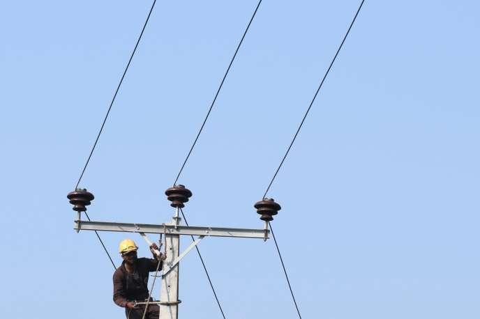 La hausse, qui concerne le tarif appliqué par EDF à environ 25millions de foyers, pourrait s'élever à 5,9 %.