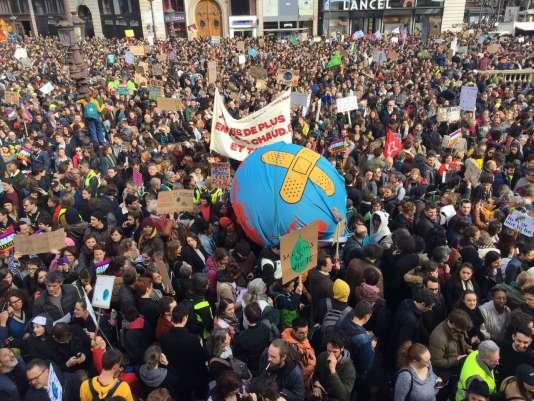 Mobilisation pour le climat, dans un cortège surnommé « la Marche du siècle », à Paris,le 16 mars.
