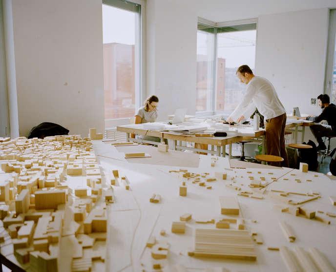 La construction de maquetteset le travail de la matière sont au cœur del'enseignement de Mendrisio.
