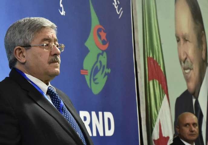 Ahmed Ouyahia, alors premier ministre, lors d'un meeting de soutien de son parti, le RND, au président Bouteflika, le 31 janvier.