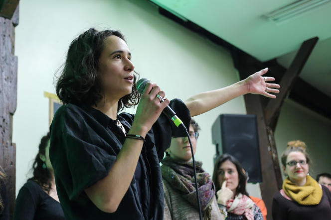 Eva Charron, l'une des coordinatrices de «La Base», un nouvel espace dédié à la mobilisation citoyenne pour le climat, lors de la soirée d'inauguration, à Paris, le 30 mars.
