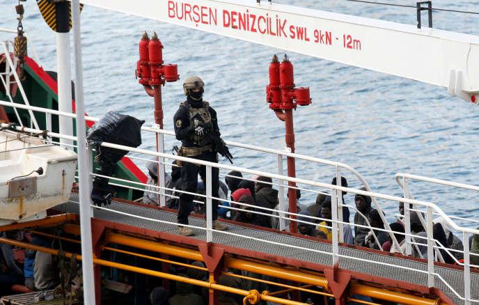 Un commando des forces spéciales a été dépêché à bord « pour rendre le contrôle du bateau au capitaine » et l'escorter jusqu'à Malte.