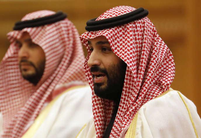 Le prince Mohammed Ben Salman (à droite), à Pékin, le 22 avril.