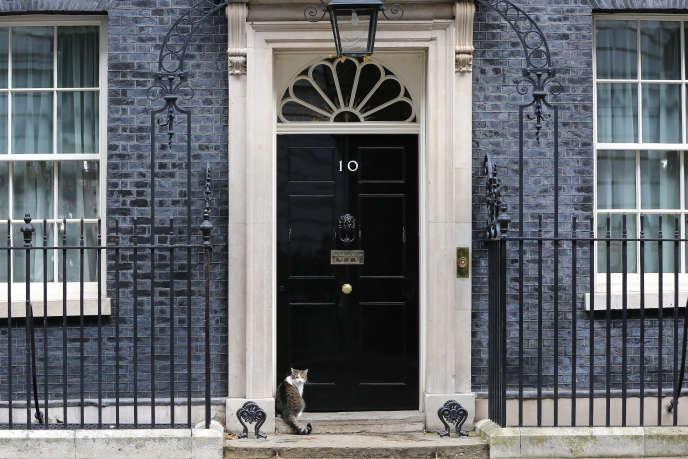 Le 10 Downing street, résidence officielle des premiers ministres à Londres, a vu passer ces dernières années deux des principaux protagonistes du Brexit : David Cameron, puis Theresa May.