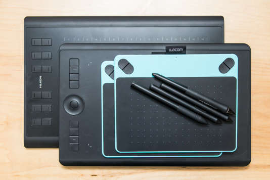 Nous avons testé une série de tablettes avec différents logiciels et fonctionnalités pour déterminer ce qu'est une excellente tablette graphique pour débutants. (Sur la photo, en surface, les deux « premiers choix » de nos bancs d'essais précédents, la Intuos Draw et la Intuos Art de Wacom.)