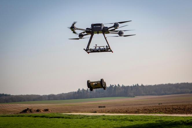 Le Nerva peut être largué du drone aérien à quelques mètres du sol.