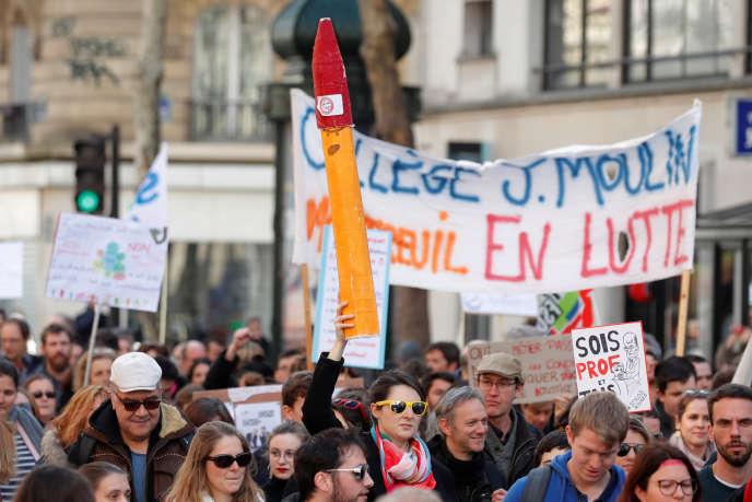 Des enseignants manifestent contre la « loi Blanquer» à Paris, le 19 mars.