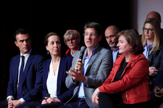 Nathalie Loiseau (à droite), tête de liste LRM pour les européennes, avec d'autres membres de sa liste, le 26 mars à Paris.