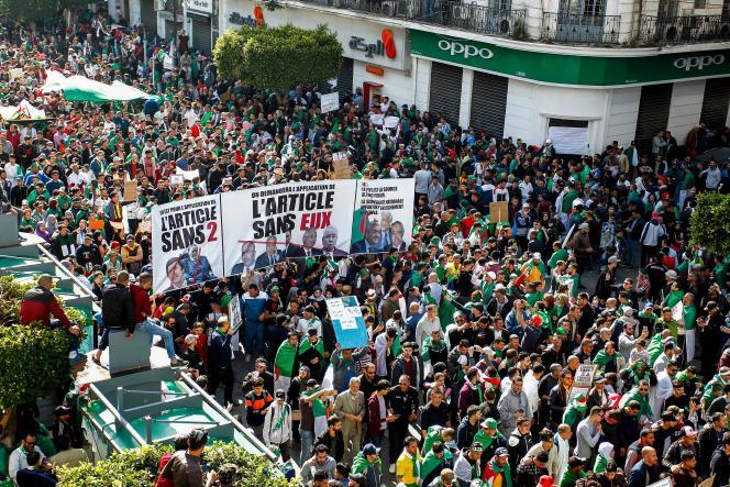 Vendredi, des millions d'Algériens sont descendus dans la rue pour la sixième semaine consécutive.