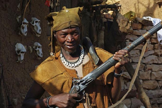 Un chasseur dogon traditionnel, en 2010.
