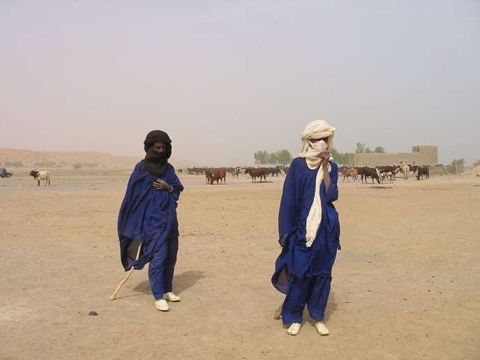 Des éleveurs peuls au sud de Gao, au Mali, en 2005.