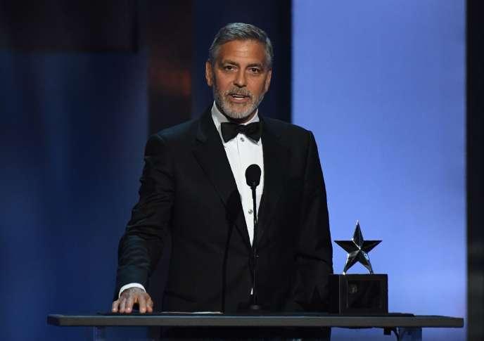 George Clooney, au Dolby Theatre à Los Angeles pour recevoir un prix de l'American Film Institute.