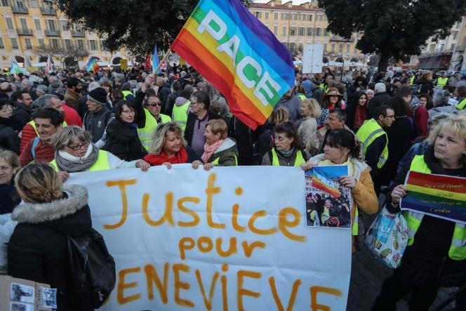 Rassemblement de soutien à la manifestante blessée, Geneviève Legay, à Nice, le 25 mars.