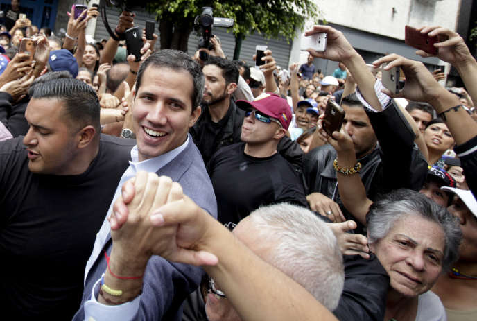 Juan Guaido à la rencontre de ses partisans à Los Teques, près de Caracas le 30 mars 2019.