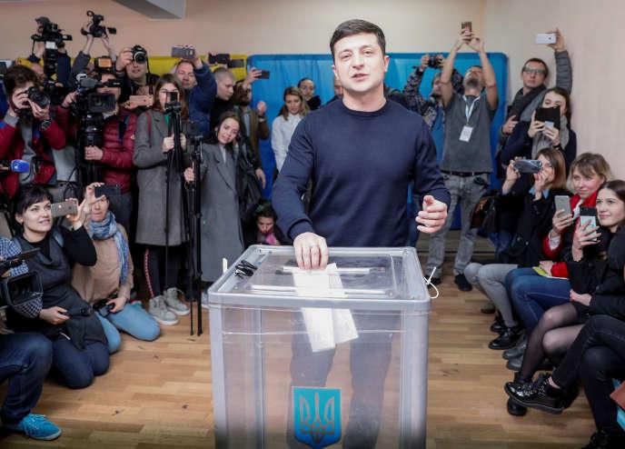 Volodymyr Zelenski a obtenu plus de 30 % des suffrages au premier tour de l'élection présidentielle ukrainienne.