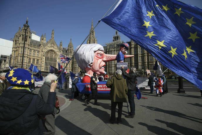 Devant le Parlement britannique à Londres, le 1er avril.