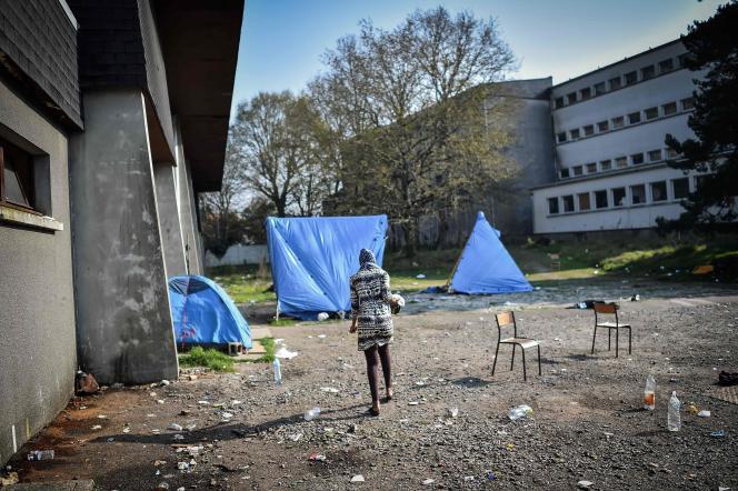 Dans un gymnase occupé par des migrants à Saint-Herblain, près de Nantes, le 28 mars.