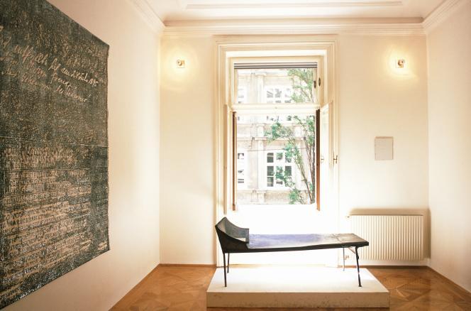 «La psychanalyse d'aujourd'hui n'est pas celle d'hier et, en effet, elle n'occupe pas la même place sur l'échiquier des savoirs et des pratiques que dans les années 1960-1970» Photo : une sculpture dans la maison de Freud à Vienne (Autriche). .