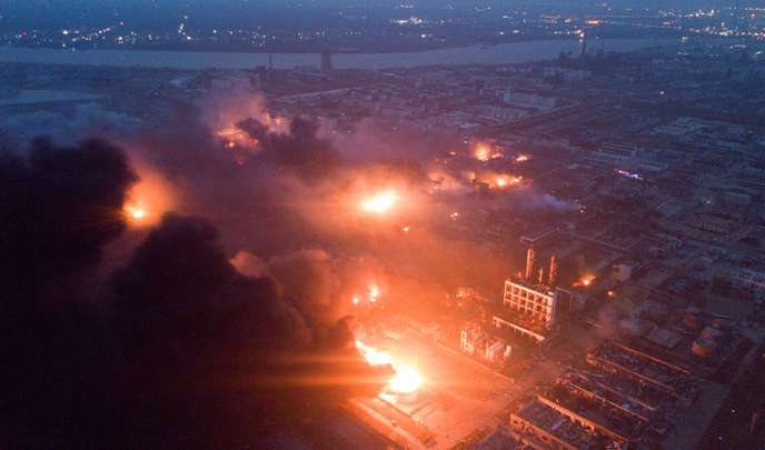 Nuages de poussières après l'explosion dans une usine chimique du district de Xiangsh (province de Jiangsu), le 21 mars.