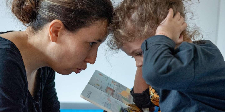 Maya, jeune autiste, en rendez-vous avec sa mère au DIPEA de Versailles