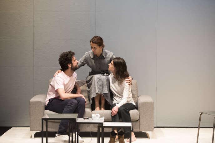 De gauche a droite : Sebastien Pouderoux, Florence Viala et Anna Cervinka dans l'adaptation «Chanson Douce» de Leila Slimani.