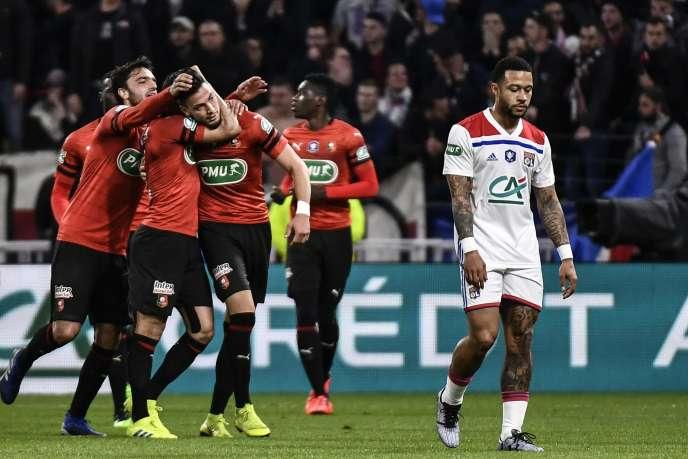 Le défenseur de Rennes Ramy Bensebaïni célèbre son but durant la demi-finale de la Coupe de France, le 2 avril.