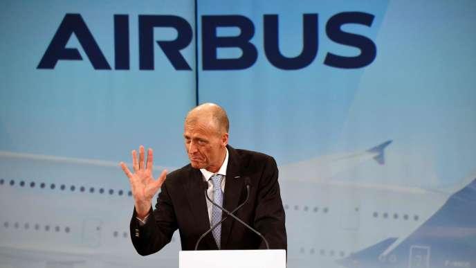 Tom Enders célèbre la livraison d'un premier A380 à la compagnie japonaise ANA, à Colomiers (Haute-Garonne), le 20 mars.