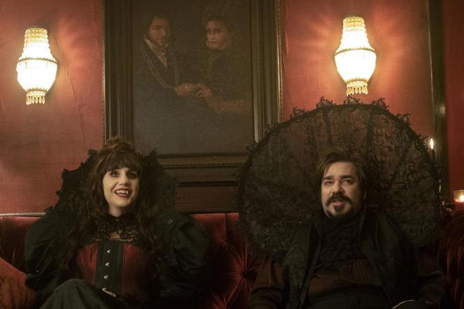 Nadja (Natasia Demetriou) etLaszlo(Matt Berry) dans la série«What We Do in the Shadows».