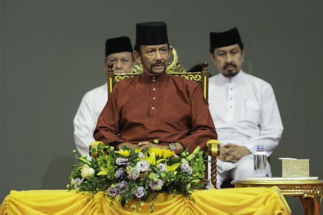 Le sultan de Brunei, Hassanal Bolkiah, prononce un discoursprès de la capitale, Bandar Seri Begawan, le 3 avril.
