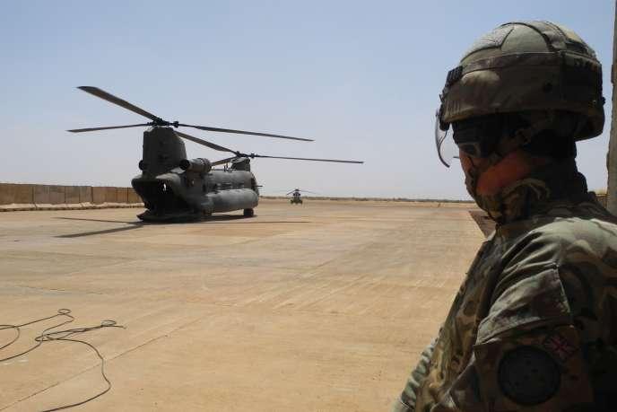 Un hélicoptère sur la base française de Gao, au Mali, en mars.