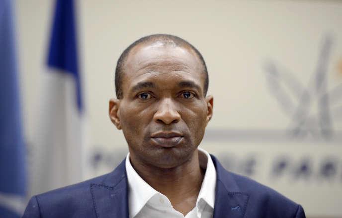 Le Franco-Camerounais Michel Thierry Atangana lors de son retour en France, à l'aéroport de Roissy-Charles-de-Gaulle, le 28février 2014.