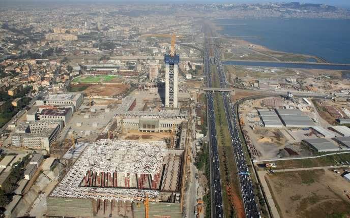 Vue aérienne du site et des travaux de la Grande Mosquée d'Alger, en avril 2016.
