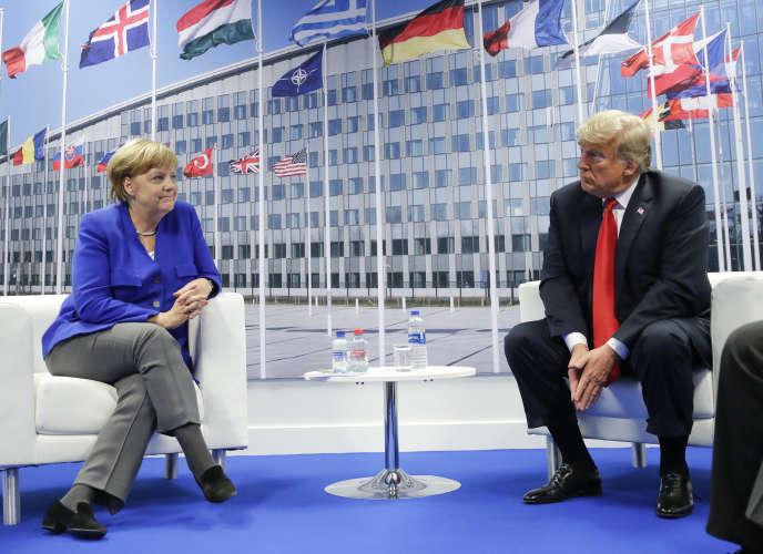 Le président américain Donald Trump et la chancelière allemande Angela Merkel, lors d'une rencontre bilatérale au siège de l'OTAN, à Bruxelles, le 11 juillet 2018.