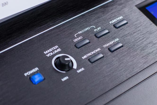 Les boutons dédiés pour l'enregistreur et le métronome intégrés rendent ces fonctions beaucoup plus simples à utiliser que sur les autres claviers de notre sélection.