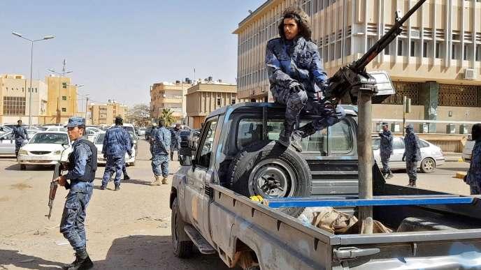 Des membres des forces loyales au maréchal Khalifa Haftar, à Sebha (au sud de Tripoli), le 6 février.