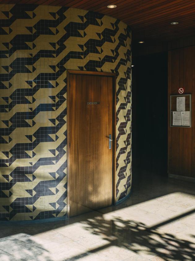Halls d'immeubles parisiens. Travail photographique personnel sur les halls d'immeubles des années 60, 70 et 80,réalisé entre 2015 et 2017.