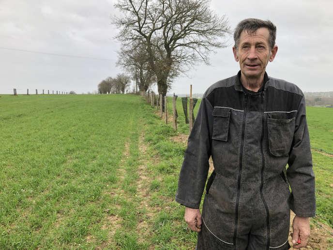 Christophe Piquet, agriculteur de 61 ans installé à Azé (Mayenne), le 14 mars.