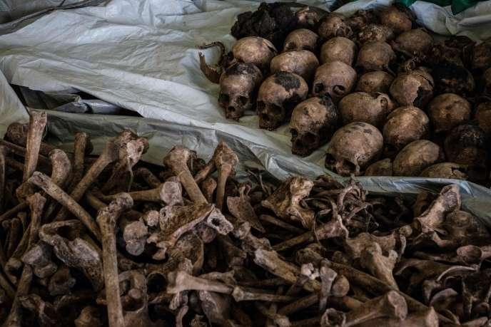 «Le génocide a fait près d'un million de morts tutsi et hutu modérés, en cent jours. Dix mille personnes assassinées chaque jour» (Photo: restes découverts à Kabuga, au Rwanda, 2018).
