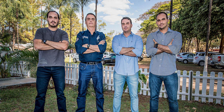 Jair Bolsonaro.Deputado Federal (PSC-RJ), com os filhos Eduardo Bolsonaro, Flávio Bolsonaro, Carlos Bolsonaro, durante visita a festa do Peão de Barretos.