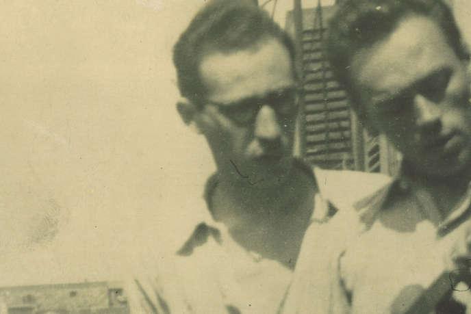 Maurice Pon (à gauche) photographié avec Bernard Michel, auteur compositeur.
