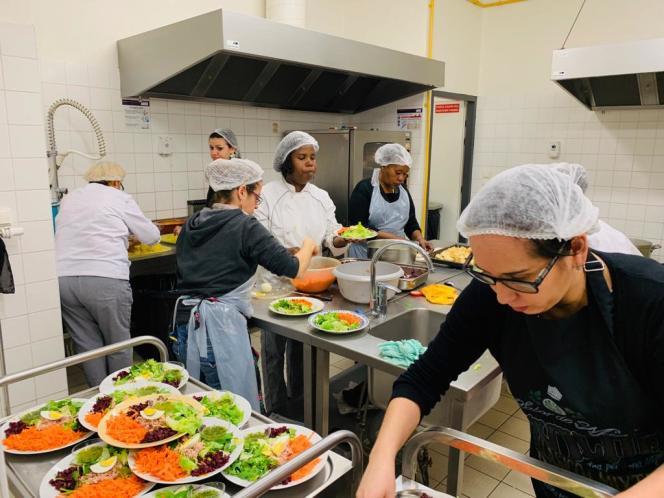 Dans les cuisines du restaurant éphémère,« Cuisine du monde », dans le quartier de Pontanézen, à Brest.
