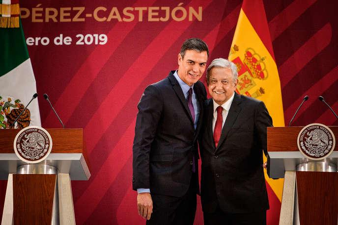 Le président méxicain Andrés Manuel Lopez Obrador recevant le chef du gouvernement espagnol Pedro Sanchez, à Mexico le 30 janvier 2019.